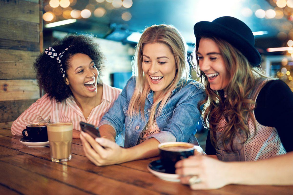 Mobilfunkvertrag: Junge Verbraucher geben doppelt so viel aus wie Senioren