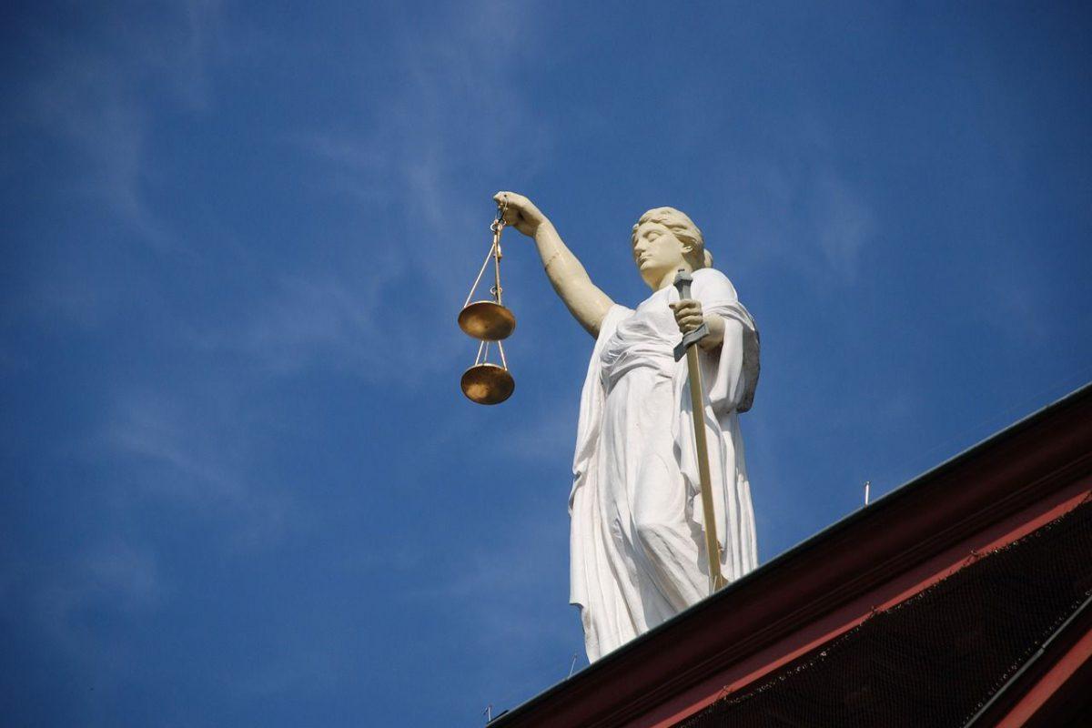 Kölner Stadt-Anzeiger: Ex-Präsident des NRW-Verfassungsgerichtshofs macht Karlsruhe mitverantwortlich für Erstarken des Rechtextremismus
