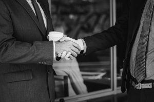 Manager-Gesten: teils eingeübt, teils echt – aber immer mit Wirkung
