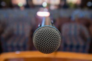 Mit Worten überzeugen und bewegen – Kärntner gewinnt internationalen Silent Speaker Battle