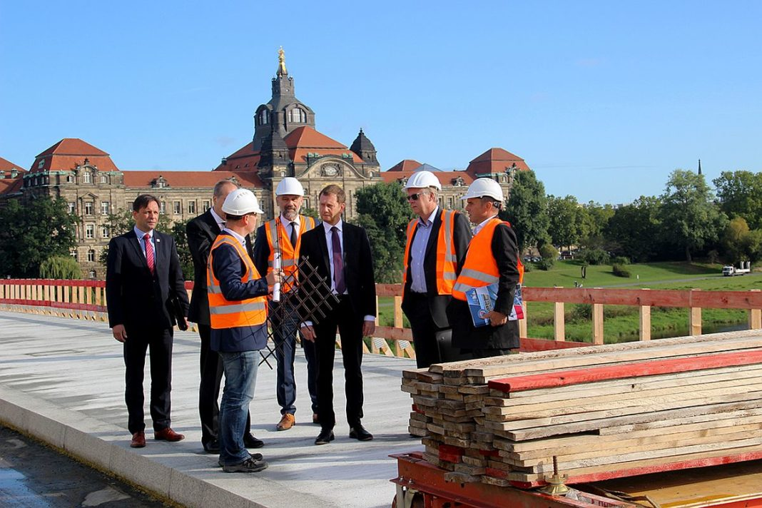 Ministerpräsident Michael Kretschmer besucht die Baustelle auf der Caralobrücke